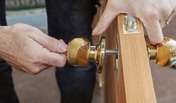 Alege o firma reparatii usi si ai lucrare de calitate garantata